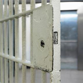 كسروا النافذة وفرّوا من سجن المخفر