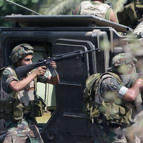 سيارة مجهولة تصدمُ عسكريَّين في الجيش!