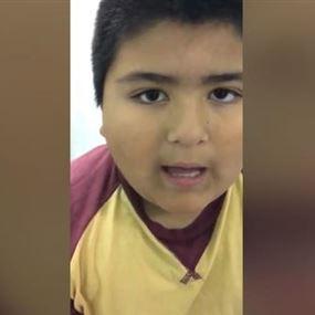 بالفيديو: طفل يبتلع زموراً.. وهذا ما حصل