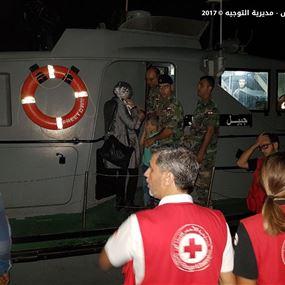بالصور: إنقاذ مركب على متنه 32 شخصاً سوريا بينهم نساء وأطفال