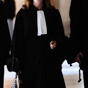 التحقيق مع اربعة محامين