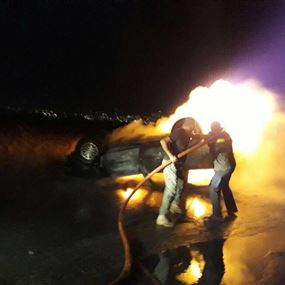 بالصور: اندلاع النيران في سيارة على طريق الفيضة