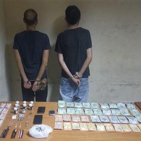 شعبة المعلومات توقف مروّج مخدّرات ووالدته وأحد زبائنه