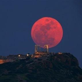 غدًا.. القمر الوردي يسحر سكّان الأرض بإطلالة نادرة