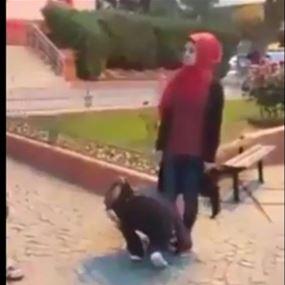 بالفيديو.. لهذا السبب أجبرتهما على تقبيل حذائها!