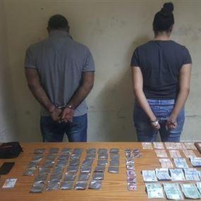 يروج المخدرات برفقة فتاة في منطقة جل الديب وجوارها