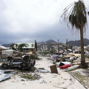 إعصار إيرما يصل الى فلوريدا وترامب يعلن الكارثة الطبيعية