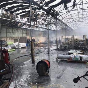 حريق داخل مستودعات exotica في زوق مصبح (صور وفيديو)
