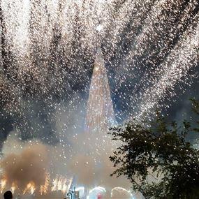 بالصور: إضاءة شجرة جبيل الميلادية