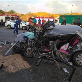 مقتل امرأة وجرح شخصين بحادث مروع (صور)