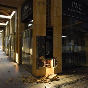 بالصور: اعتداءات على متاجر وسط بيروت.. والتجّار يميلون نحو الاقفال