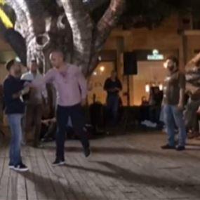 بالفيديو: الاعتداء على زياد عيتاني اثناء ندوة له في وسط بيروت