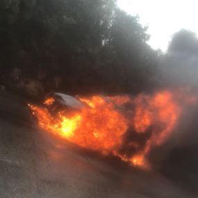 بالصورة: احتراق سيارة رباعية الدفع في جبيل