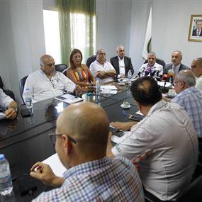لجنة إطفاء بين المعلمين وإتحاد المدارس.. والمتقاعدون يصعّدون غداً