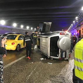 بالصور.. جرحى بحادث سير في نفق سليم سلام