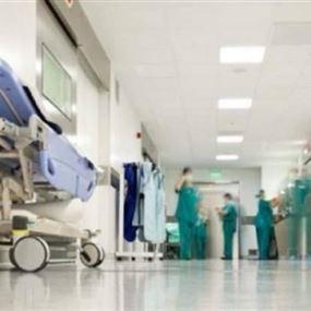 حدّادٌ يمارس مهنة التمريض!