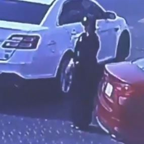 لأول مرة في السعودية.. فتاة تسرق سيارة في وضح النهار (فيديو)