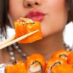 تعرفي على أصول تناول السوشي