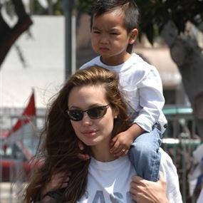 أنجلينا جولي وابنها مادوكس في بطولة مشتركة