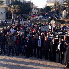 اعتصام لاهالي الكورة احتجاجا على التلوث الناتج عن شركات الترابة