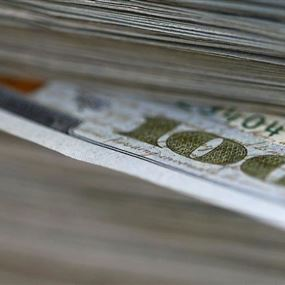 الدولار يواصل ضغطه على عنق الليرة اللبنانية