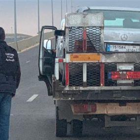 بالصور: توقيف سيارة مشبوهة بعد مطاردتها لفترة طويلة