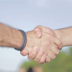 النساء يفضلن الرجل صاحب قبضة اليد القوية