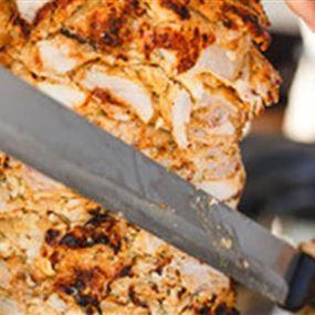 تعارك بسكين الشاورما داخل مطعم!