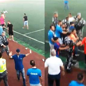 بالفيديو: إشكالٌ وتضارب في مباراة لبطولة لبنان في كرة القدم