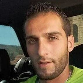 بالصور: توفي اثر احتراق سيارته في حادث سير