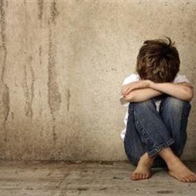 بعد مرور 44 عاماً.. نجم يكشف تعرّضه للتحرش الجنسي في طفولته