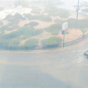 بالفيديو: البَرَد غطى شوارع المناطق الساحلية.. والغيم حجب نور الشمس