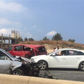 جرحى بحادث سير على اوتوستراد شكا