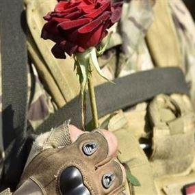 وفاة جندي بطلقين ناريين من سلاحه الحربي