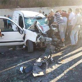 4 جرحى في حادث سير بعضهم بحالة صحية حرجة