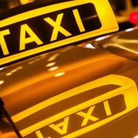 سائق أجرة يفك الجنّ عن الفتيات ويُنجّم بالجنس