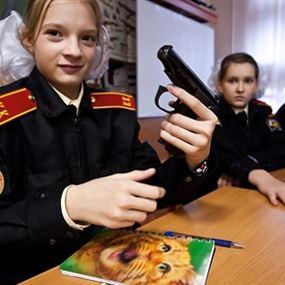 بالصور: مدارس متخصصة في التدريب العسكري للفتيات