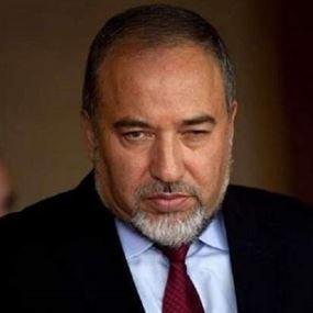 ليبرمان تعليقاً على تهديد نتانياهو لحزب الله: الكلب الذي ينبح لا يعض!
