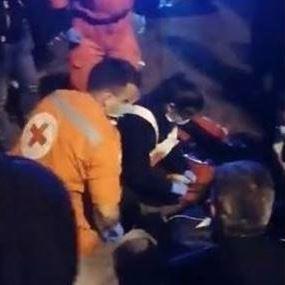 لحظة تعرض أحد المعتصمين للصدم على تقاطع برج الغزال (فيديو)