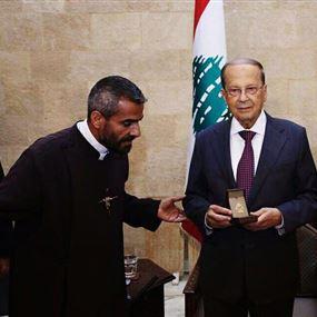 أول معايدة للرئيس عون من الأب مجدي العلاوي.. عم صليلك!