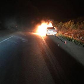 بالصور: حريق سيارة على اوتوستراد انصارية