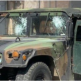 بالصورة: آلية الجيش التي تعرّضت للرشق بالحجارة