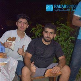 """بالصور: طلاب """"الهندسة"""" يبيعون الكعك في طرابلس"""