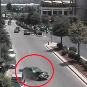 بالفيديو: في بيروت.. فقد السيطرة على سيارته وهذا ما حصل