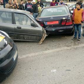 بالصورة: حادث يشطر سيارة إلى نصفين