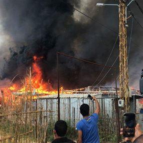 حريق في أحد مخيمات النازحين السوريين في ضهور بحنين