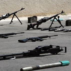 صور الأسلحة والذخائر التي ضبطت أثناء نقلها إلى