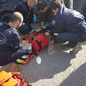 بالصور: اربعة جرحى جراء انزلاق سيارتهم في غزير