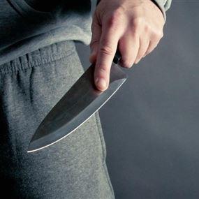 طعنه بسكين بسبب الديون المترتبة عليه