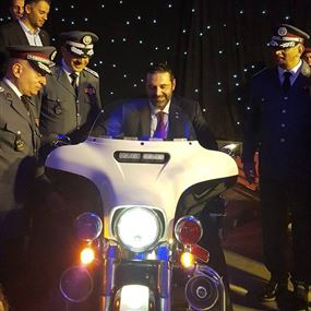 الحريري على دراجة لقوى الأمن وسيلفي مع الإناث